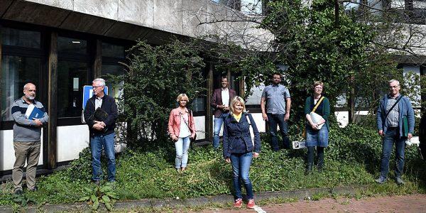 Corona-bedingt geht die Jury auf Abstand (von links): Dr. Friedhart  Knolle, Hubert Spaniol, Gaby Dwornitzak, Dr. Oliver Junk, Claudia Peters, Christian Beranek,  Christiane Kalbe und Gerolf Briegel. Foto: Stadt Goslar
