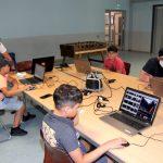 Green Screen Workshop - Die Teilnehmer bearbeiten ihre geknipsten Bilder