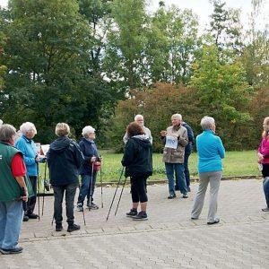 Aktionsteam für das Elternhaus Göttingen - Aktionsteam für das Elternhaus Göttingen und Gäste vor dem Start beim Lichterlauf