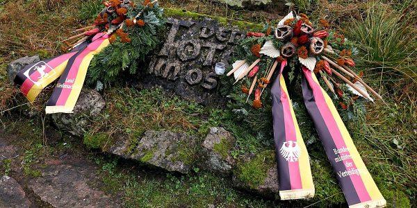 Gedenken und Kranzniederlegung auf der Kriegsgräberstätte Oderbrück