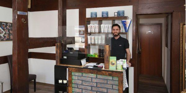 Hewa Mahmoud in seinem Salon H-Team