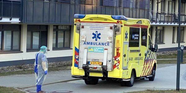Ein Rettungswagen, der im Frühjahr 2020 einen COVID-19-Patienten aus den Niederlanden in die Asklepios Harzklinik Goslar brachte: Er wurde dort erfolgreich behandelt und anschließend wieder genesen nach Hause entlassen. Es war einer der Patienten:innen, die damals im Rahmen der gegenseitigen EU-Nachbarschaftshilfe in der Hochphase der schwierigen Corona-Zeit, als es in Kliniken in den Niederlanden und anderen EU-Ländern Engpässe bei Intensivbetten gab, auch in den Asklepios Kliniken in Goslar und Seesen betreut wurden