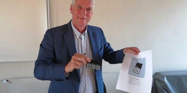 Samtgemeindebürgermeister Bodo Mahns präsentiert die Luca App