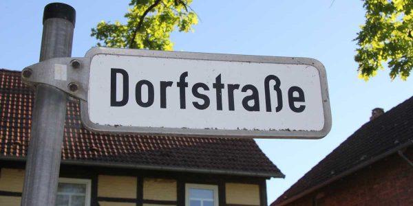 """Die Dorfstraße wird in """"Alte Dorfstraße"""" umbenannt"""