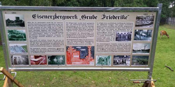 Informationstafel zum Eisenerzbergwerk Friederike
