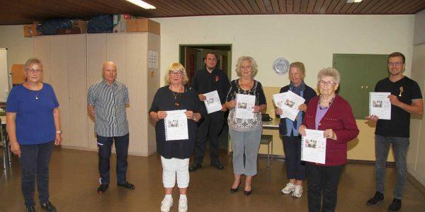 (v.li.):Carmen Wiegmann, Gerd Büchner, Ingeborg Vogs, Malte Küster, Hanna Müller, Ilsabe Fließbach, Brigitte Singer und Lukas Dietrich.