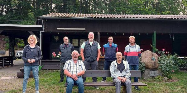 Der neue Vorstand: (vorne v. li.): Werner Sasse und Uwe Bauer (hinten v. li.): Sandra Koppe, Frank Scherlitzki, Michael Schröder, Andreas Nierad und Henrik Reinecke